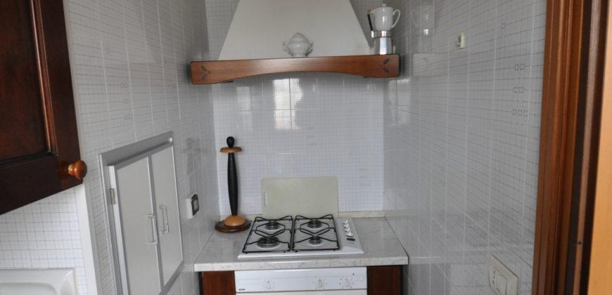 Bisceglie (bt)  in zona servita bellissimo appartamento rifinito di 4 locali 2 accessori. 185.000,00