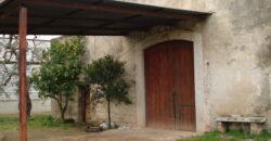 Bisceglie BT In località S. Mercuro, proponiamo cascinale di ampia metratura con dependance e  porticati.
